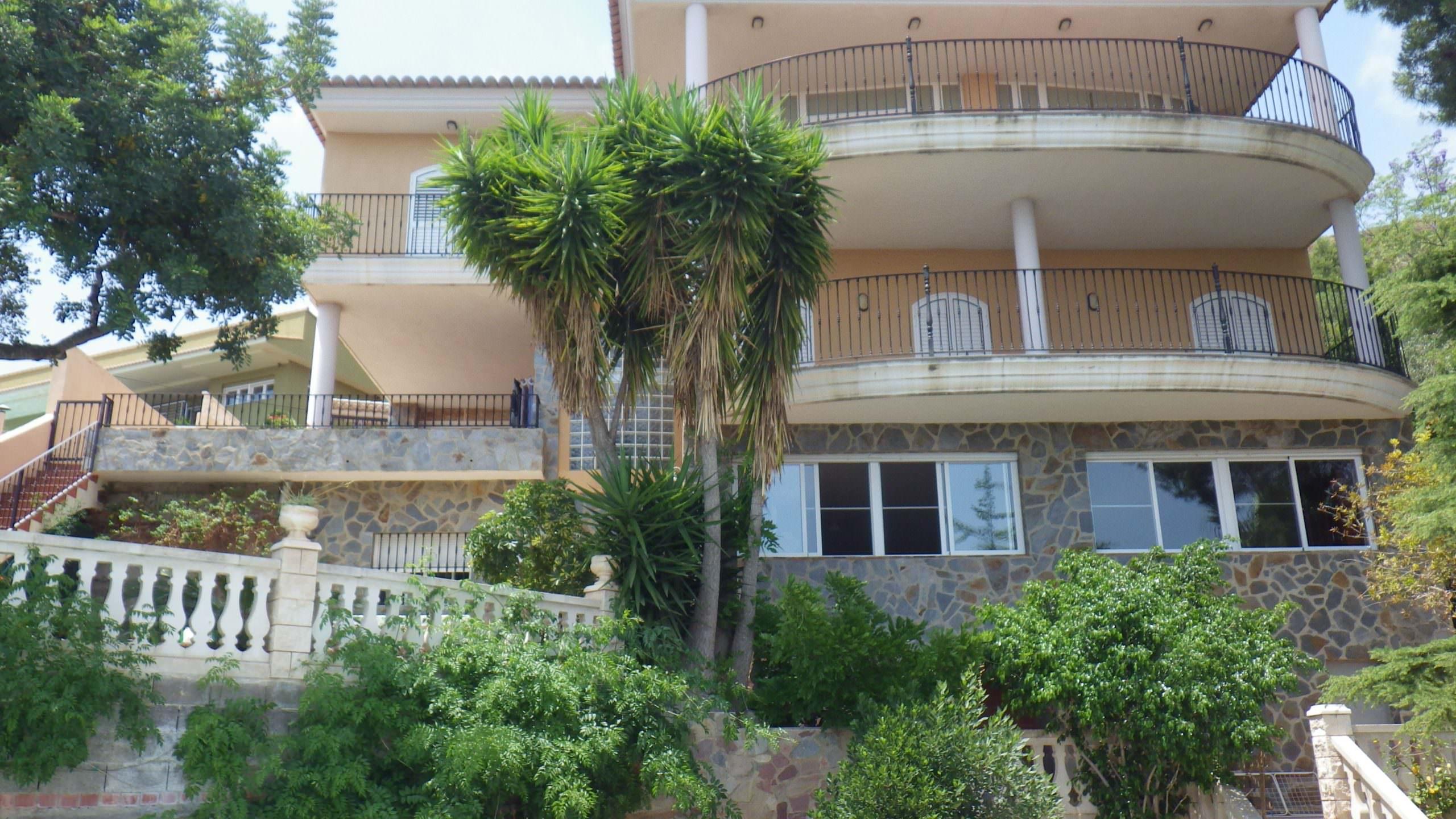 Chalet en balcón de la peña